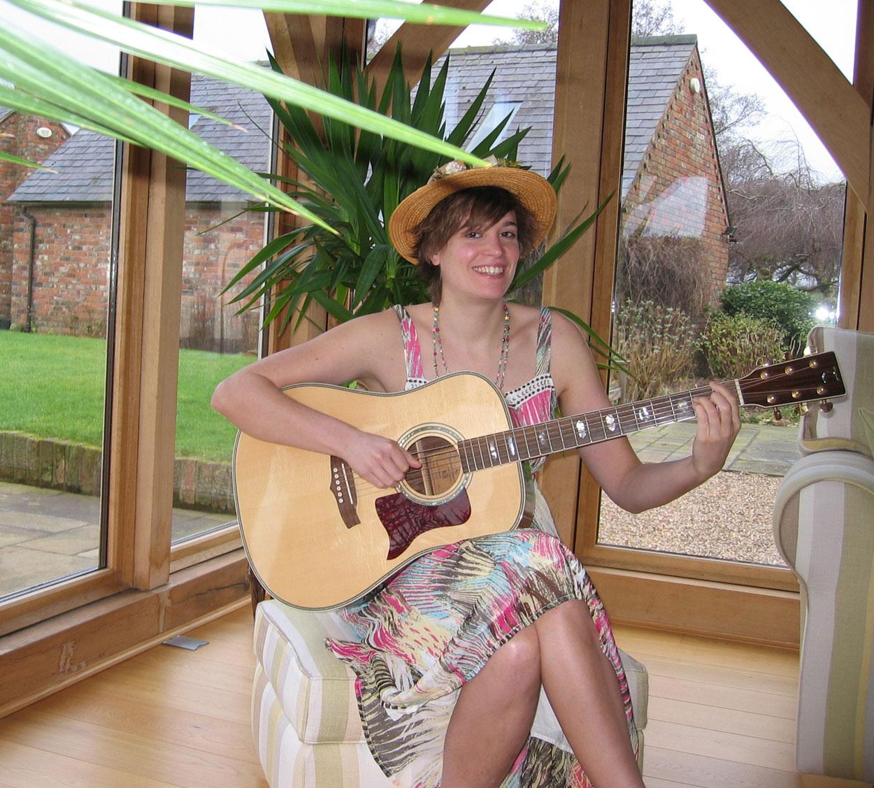 Nicola Finchwood - Acoustic Guitarist