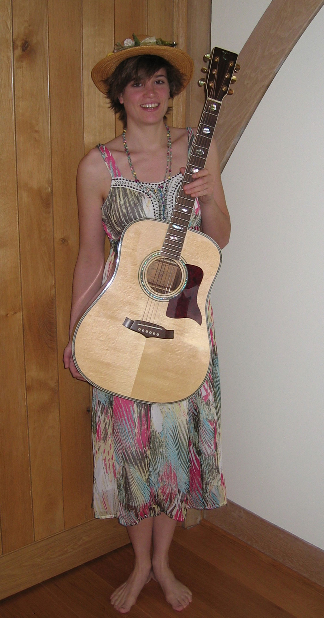 Nicola Finchwood - Acoustic Guitarist