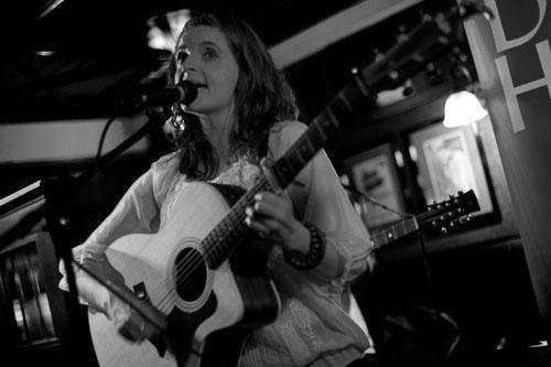 Eileen Grover - Singer Guitarist & Violinist