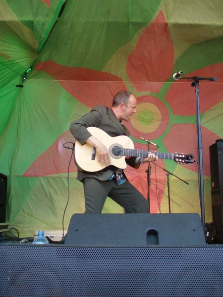 Ricardo - Latin Singer / Guitarist