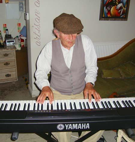 Louis Fielding - Blues Vocalist, Guitarist & Pianist