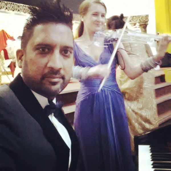 The Midlands Bollywood Piano Player - Bollywood Pianist