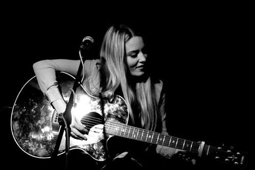 Abi Acoustic - Solo vocalist/guitarist