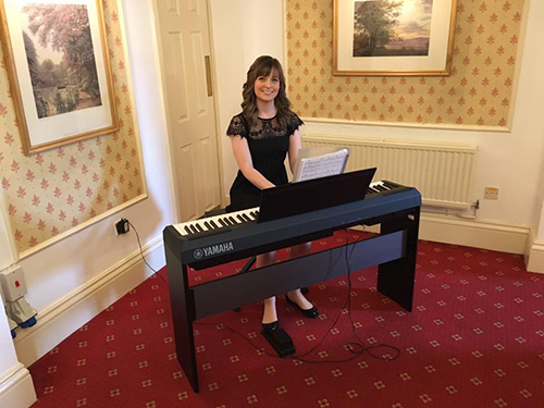 Sophie the Pianist - Pianist