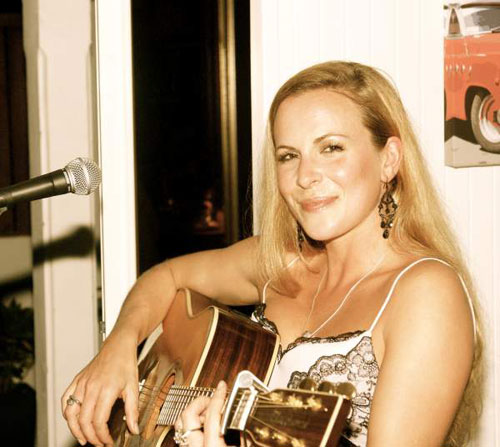 Cathy Dawlish - Singer/Guitarist