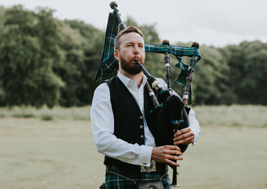 The London Bagpiper - Bagpiper