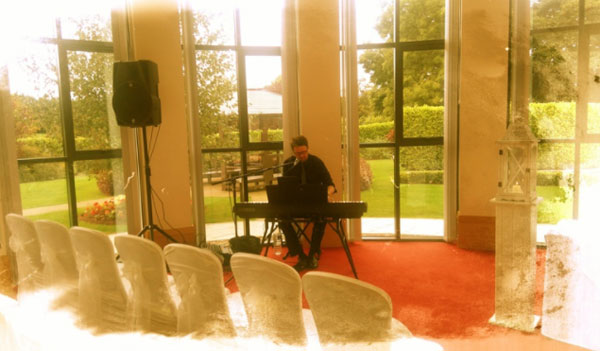 The Acoustic Wedding Performer - Wedding Guitarist, Singer & Pianist