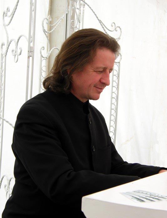 Tony Perth - Wedding Pianist
