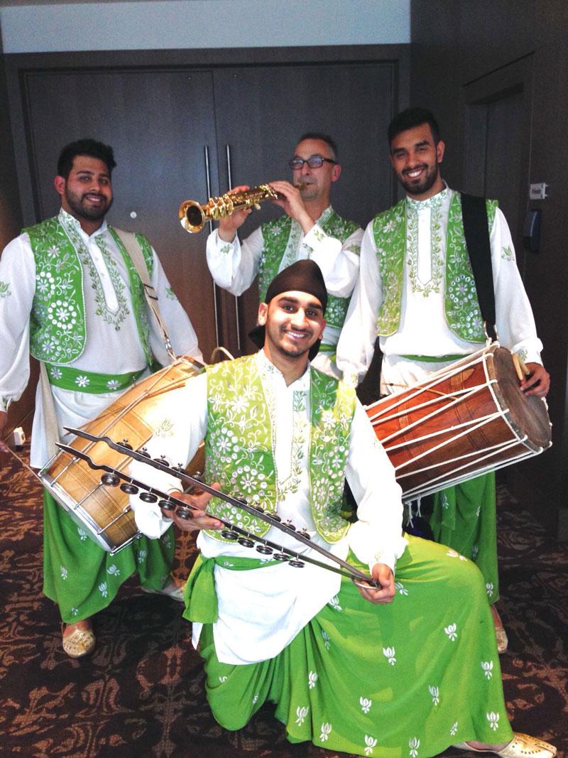 Dhollywood Bhangra Dancers - Bhangra Dancers