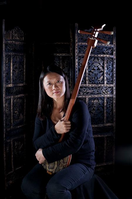 The Chinese Erhu Performer - Chinese musician, Storyteller
