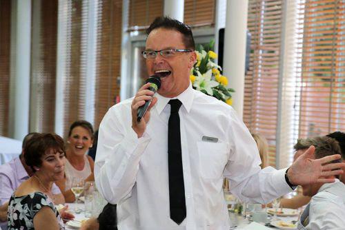 Impromptu Singing Waiters - Singing Waiters