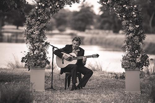Acoustic Breeze - Classical Guitarist & Acoustic Duo