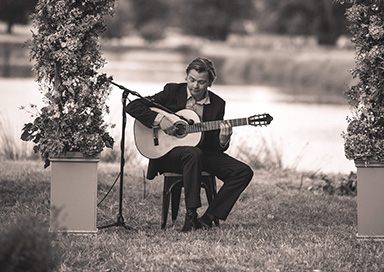 Acoustic Breeze - Classical Guitarist & Acoustic Duo