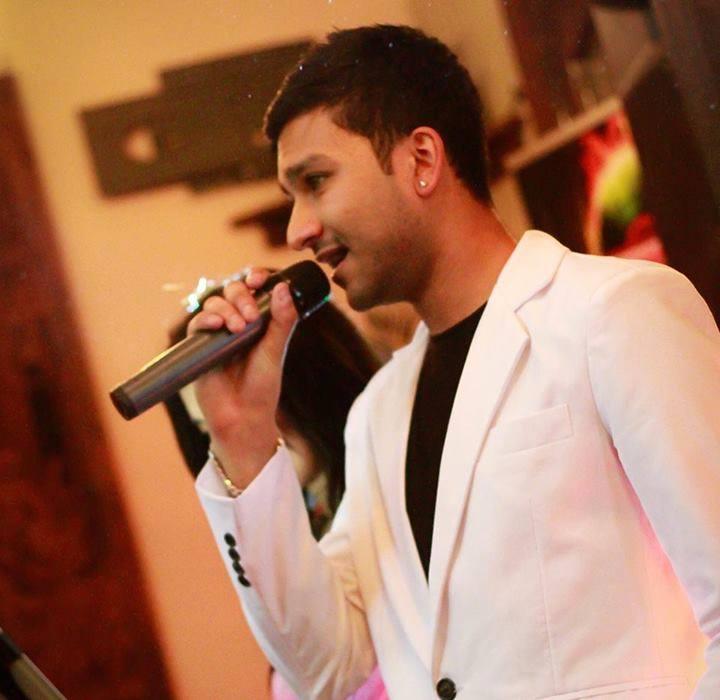The Bollywood Singer & DJ - Professional DJ & Bollywood Singer