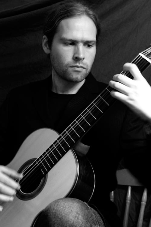 Simon Biggins - Classical Guitarist