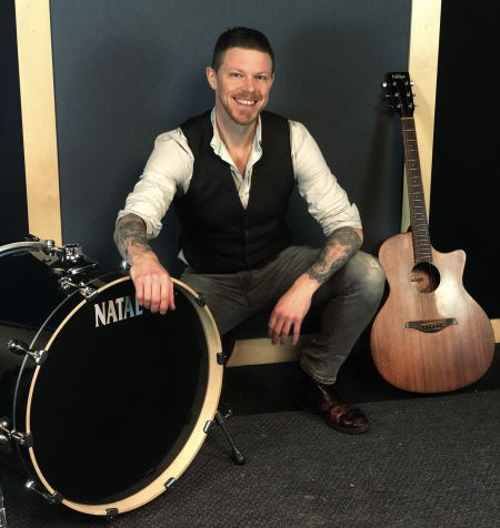 The Norfolk Wedding Singer - Guitarist & Vocalist with Bass Drum