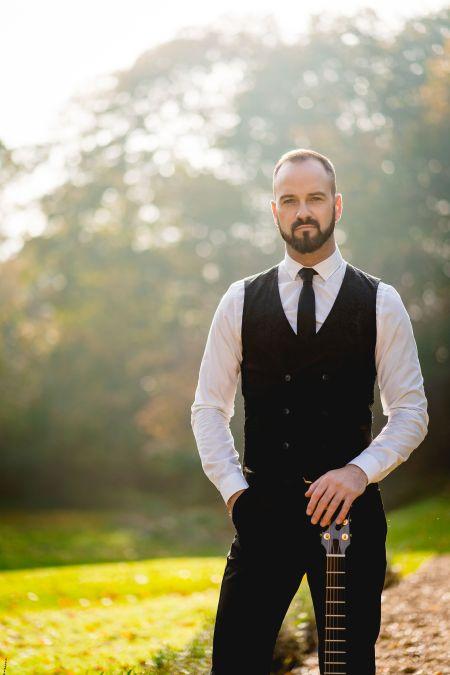 Phil Simons - Acoustic Guitarist