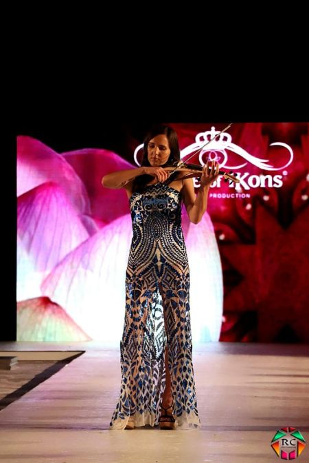 Naomi The Violinist - Acoustic & Electric Violinist