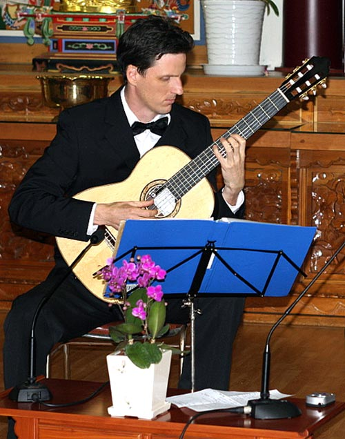 Aled Day - Classical Guitarist