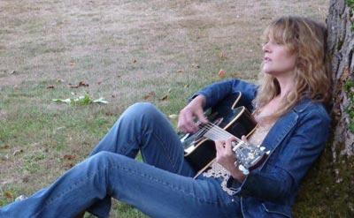 Samantha Bates - Solo Singer / Guitarist