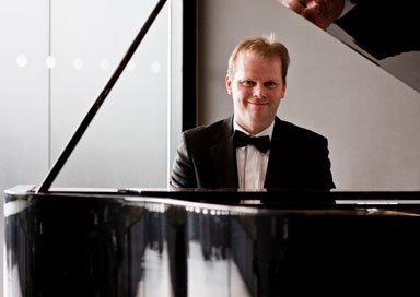 The Somerset Wedding Pianist picture
