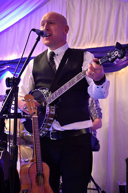 Evan Malsom - Wedding Singer / Guitarist