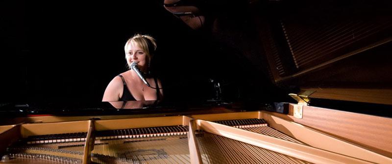 Jo Mardell - Pianist & Vocalist