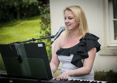 Jo Mardell - Pianist & Vocalist